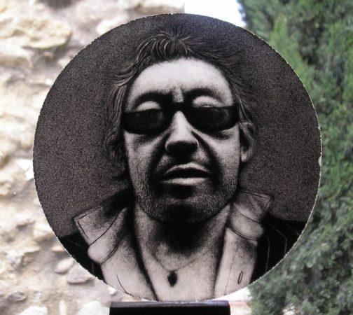 peinture sur verre de la tête de Gainsbourg