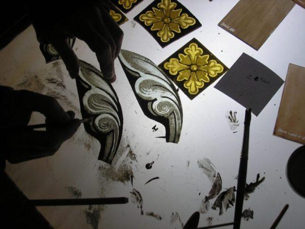 Peinture sur verre avec de la grisaille