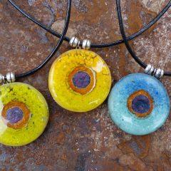 pendentifs ronds colorés en verre fusionné-atelierbulledeverre