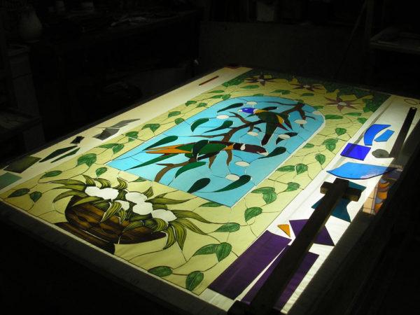 verre avant peinture sur table lumineuse