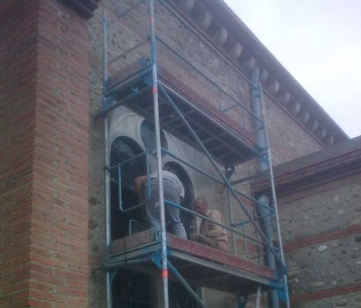 pose des vitraux de la Paroisse Saint-Martin (66)